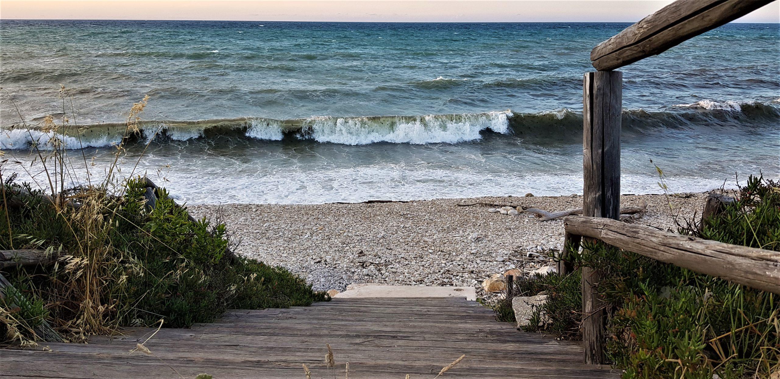 Trekking vista mare in Puglia